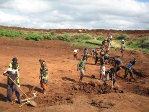 People digging an artificial pond to alleviate drought in Ethiopia. Photo credit@ UNDP Ethiopia